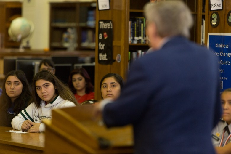 Jim Lehrer shares advice to Jefferson High School journalism students.