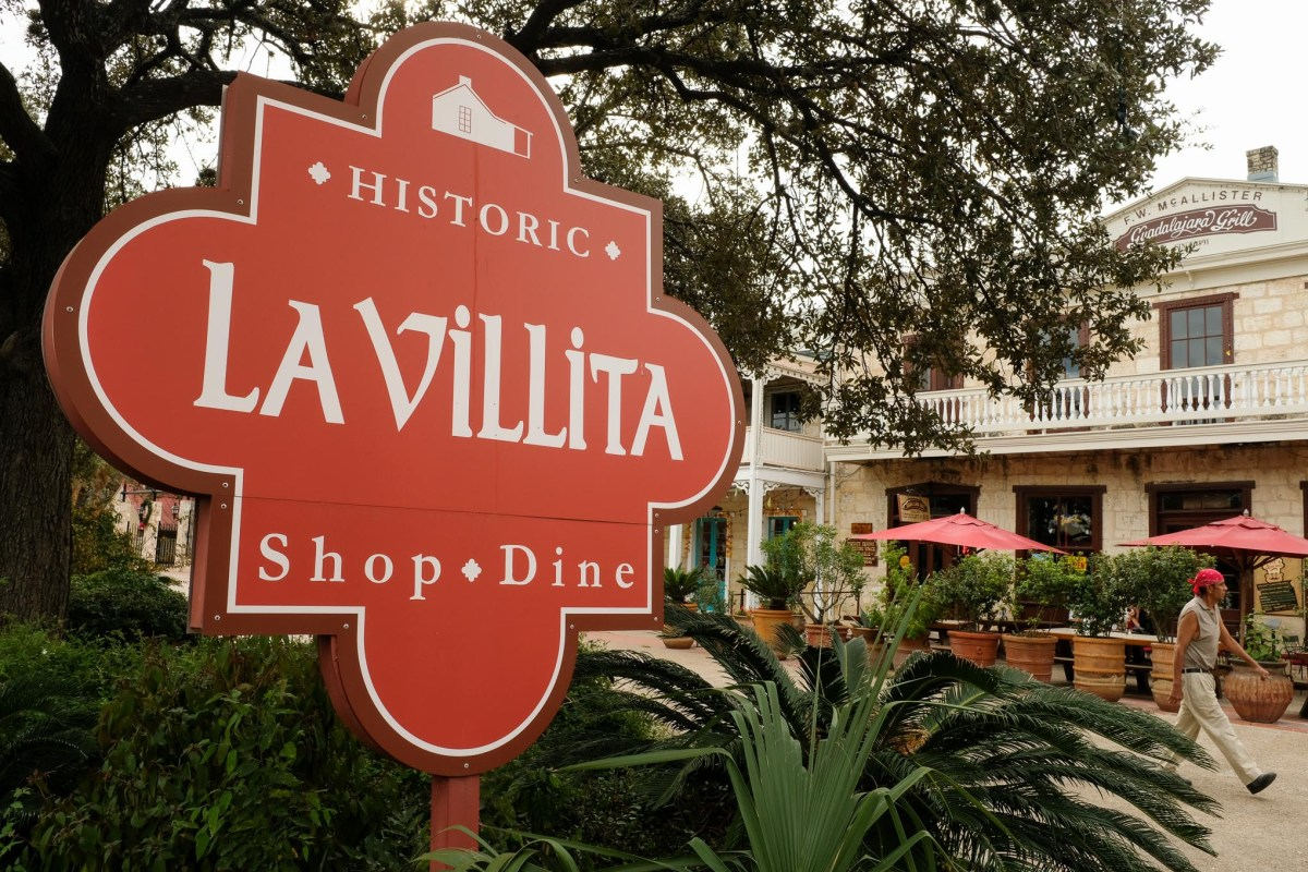 An entrance sign welcoming guests to La Villita.