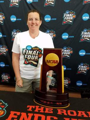 Deirdre Murphy with the 2018 NCAA National Championship trophy.