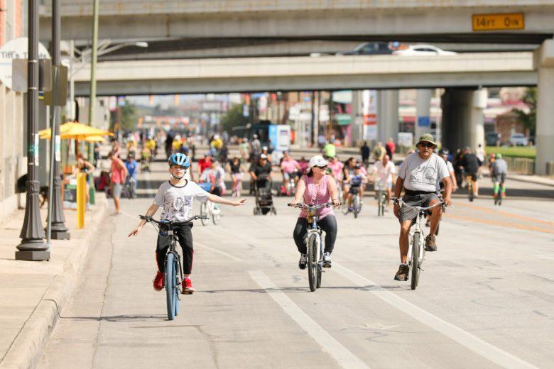 Recreators take to a Broadway free of cars during Síclovía.