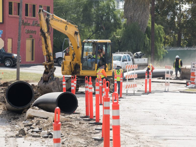 Infrastructure construction continues along North Alamo Street as the project has failed to meet deadlines.