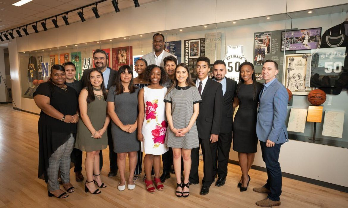 IDEA Carver students who won the David Robinson Fellowship pose for a photo with Spurs legend David Robinson.