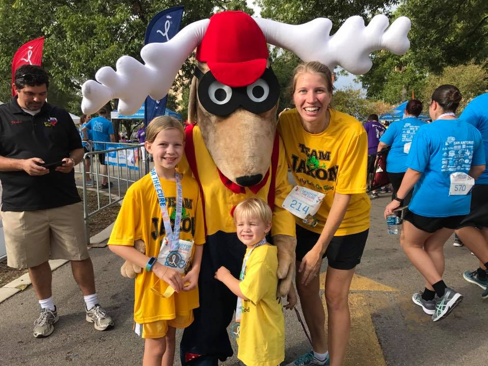lroy the Elk, the Elks Drug Awareness Mascot, poses with participants at the Head for the Cure - San Antonio