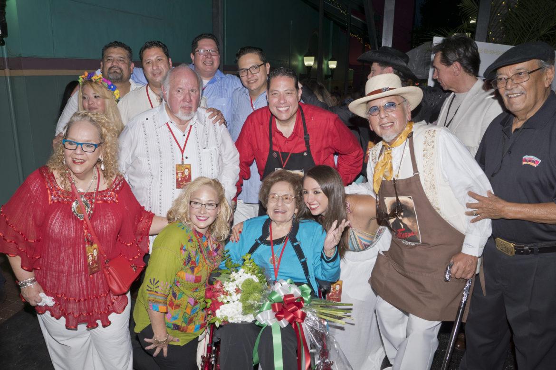 La familia de Cortez gathers around Cruz Cortez