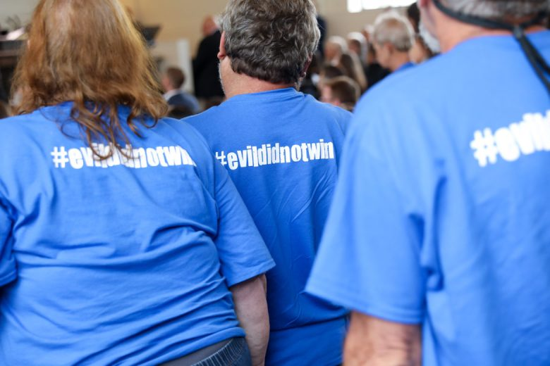 Blue shirts that read #evildidnotwin were spotted throughout the ceremony.