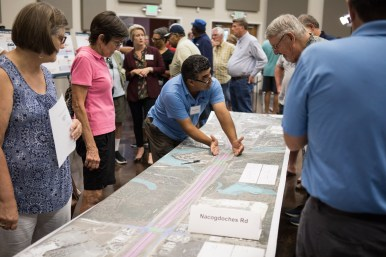 TxDOT employee Eddie Gonzalez explains the detailed plans to the public.