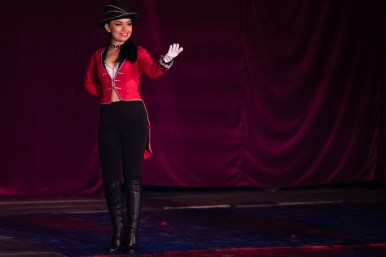 Ringmaster Lucero Cabral introduces the next performer.
