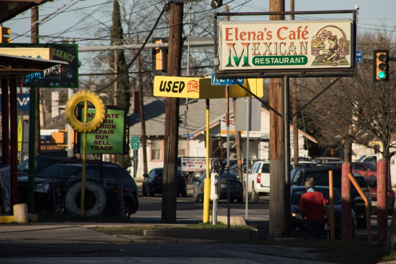 The intersection of S Zarzamora St. and San Luis St. Photo taken on January 25, 2021.