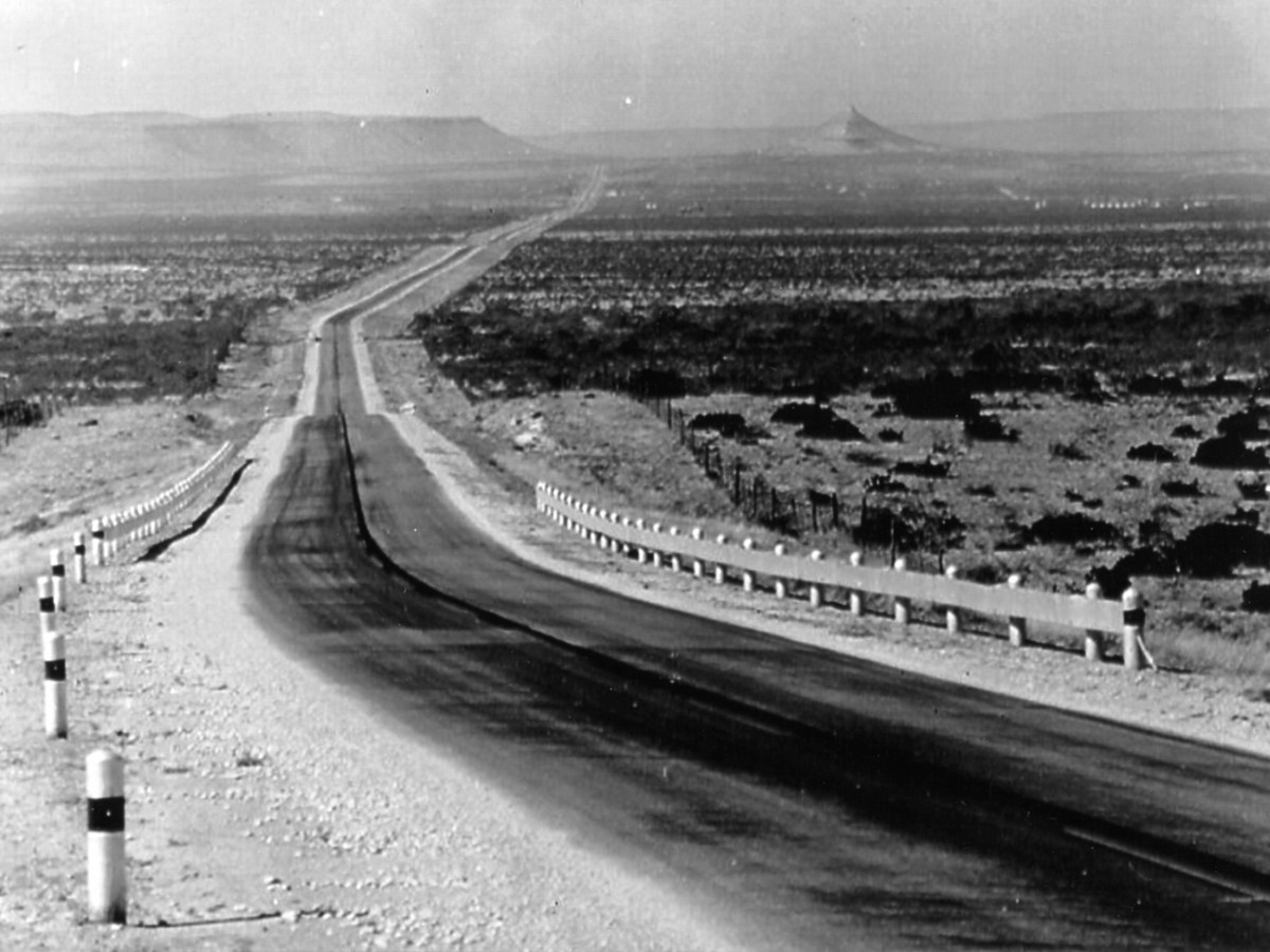 A vintage photo shows the Old Spanish Trail Highway going through Bakersfield, Texas.