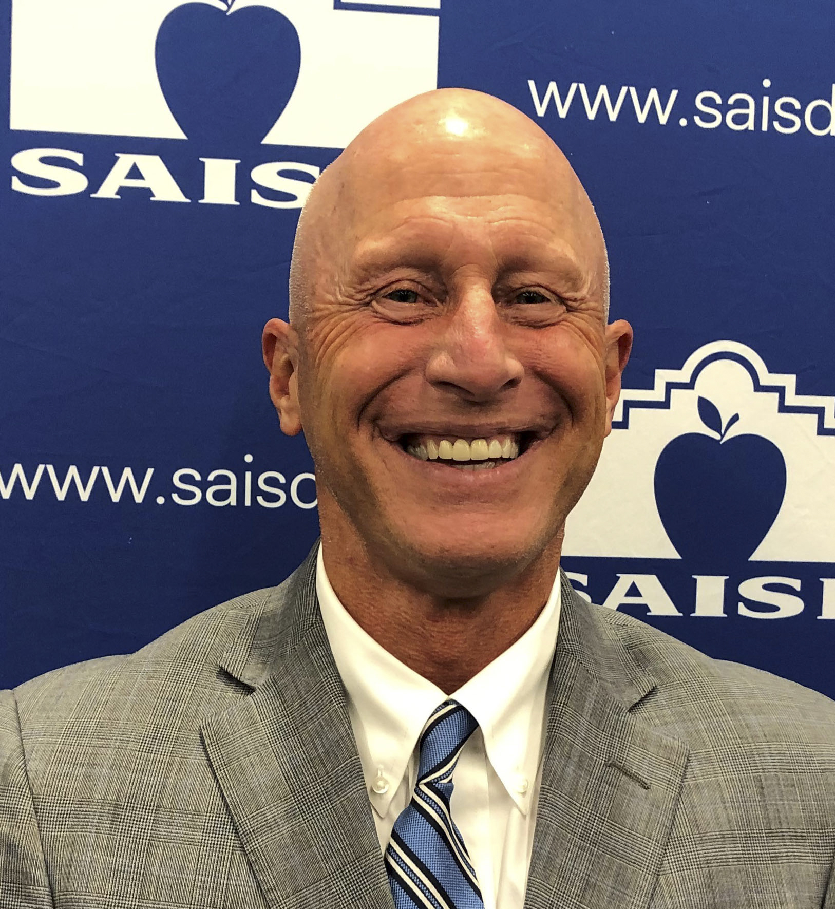 Robert Jaklich, a former superintendent for Harlandale ISD, has been named interim superintendent for SAISD.