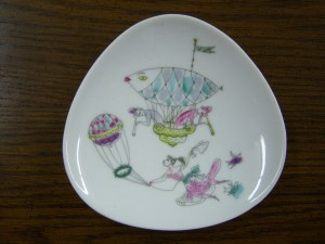 Photo of a small Rosenthal dish that features hot air balloons.