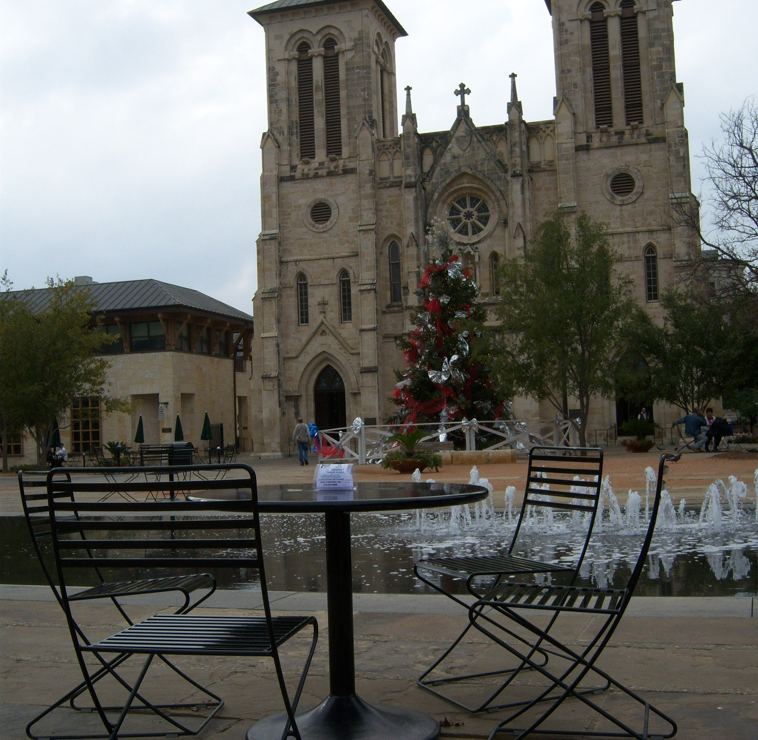 Photo of Bistro seating at San Fernando Cathedral.