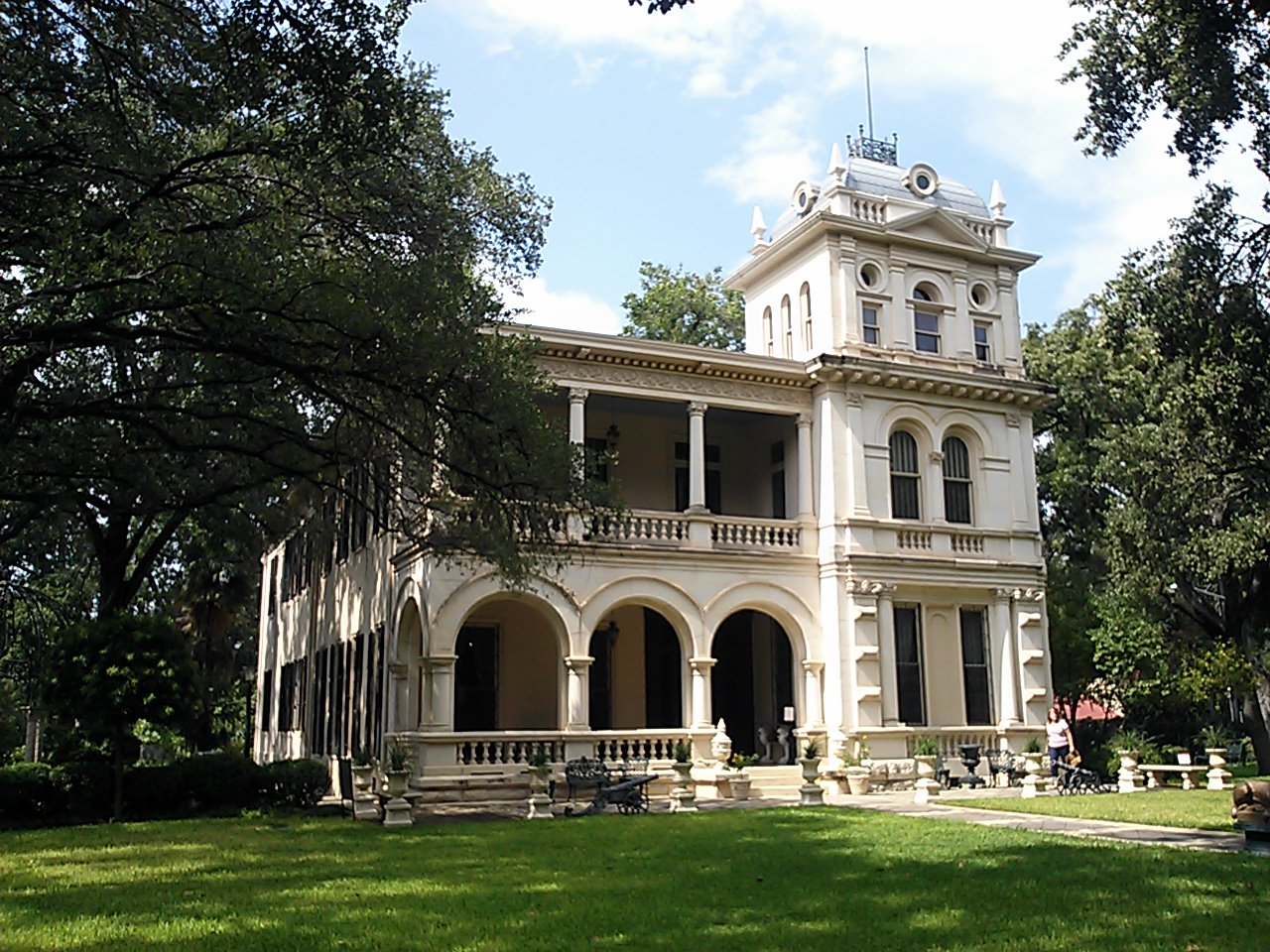A photo of the King William home of preservationist and collector Walter Nold Mathis in San Antonio, Texas.