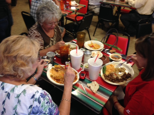 Photo of comadres having lunch at the Blanco Cafe.