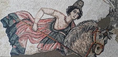 Suna Gozum-2 Amazon Kadın Mozaiği