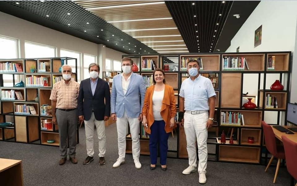 İzmit Belediye Kütüphanesi Açıldı