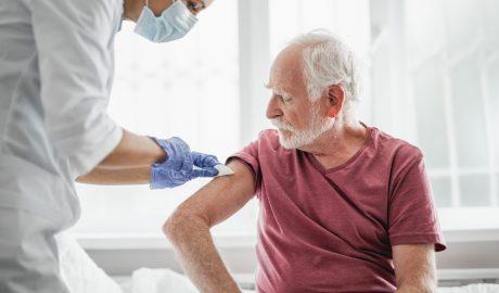 Agenţia suedeză de sănătate a suspendat plăţile pentru vaccin către Pfizer