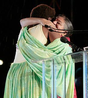Imagen: Save the World Awards_2009- Esther Mujawayo y Vandana Shiva