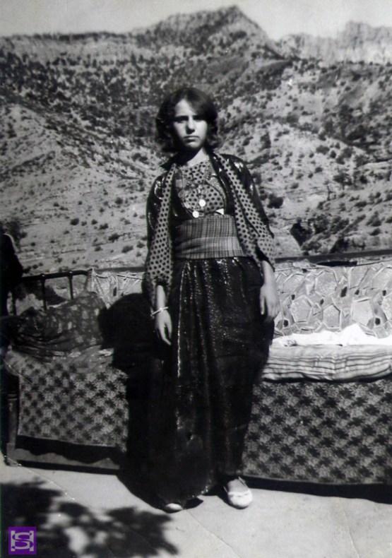 a-Sanatian-girl-wearing-sanatian-colours-clothes