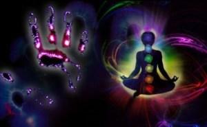 Durante muchos milenios de historia humana ha sido una creencia generalizada que todos los objetos, y especialmente el cuerpo humano y el de los animales, tienen un campo Aúrico (o campo electromagnético (EM)), y que este Aura puede ser visible al ojo entrenado.