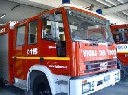 San Bartolomeo in Galdo: in fiamme autocarro di un commerciante