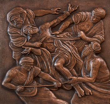 San Bartolomeo viene scorticato vivo (formella del portone in bronzo della Chiesa Madre)