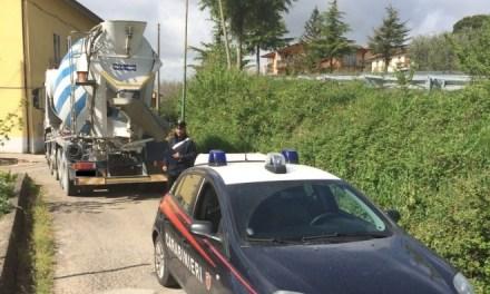 In 2 rubano 2 autobetoniere, inseguiti dai carabinieri sull'Appia le abbandonano