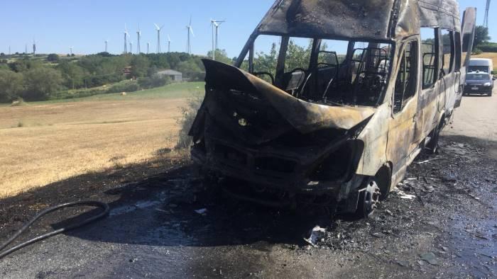Bus in fiamme tra San Marco dei Cavoti e Foiano Valfortore