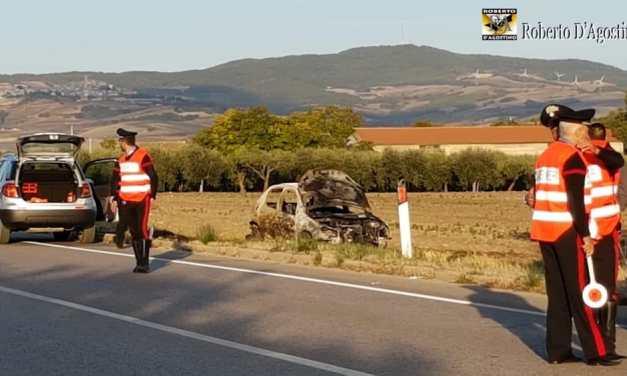 Macabra scoperta nel Foggiano: recuperato un corpo carbonizzato dentro un'auto, vittima di un incidente stradale