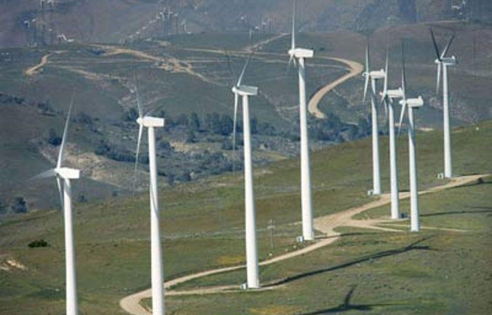 """Il """"pacco"""" che i giganti dell'eolico hanno recapitato ai piccoli comuni pugliesi (e in Campania?): royalties non pagate. La Corte Costituzionale farà giustizia?"""