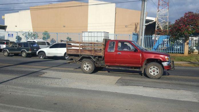 Hueco provocado por Acueducto Municipal