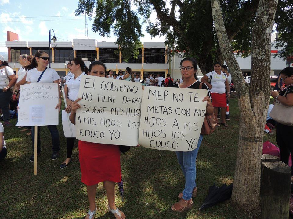 Padres de familia suspenden manifestación en Presidencia