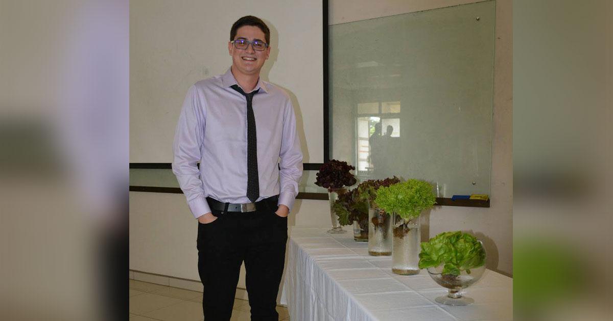 Joven de Coopevega es 1 de los 2 primeros ingenieros electrónicos que gradúa el TEC de San Carlos como licenciados