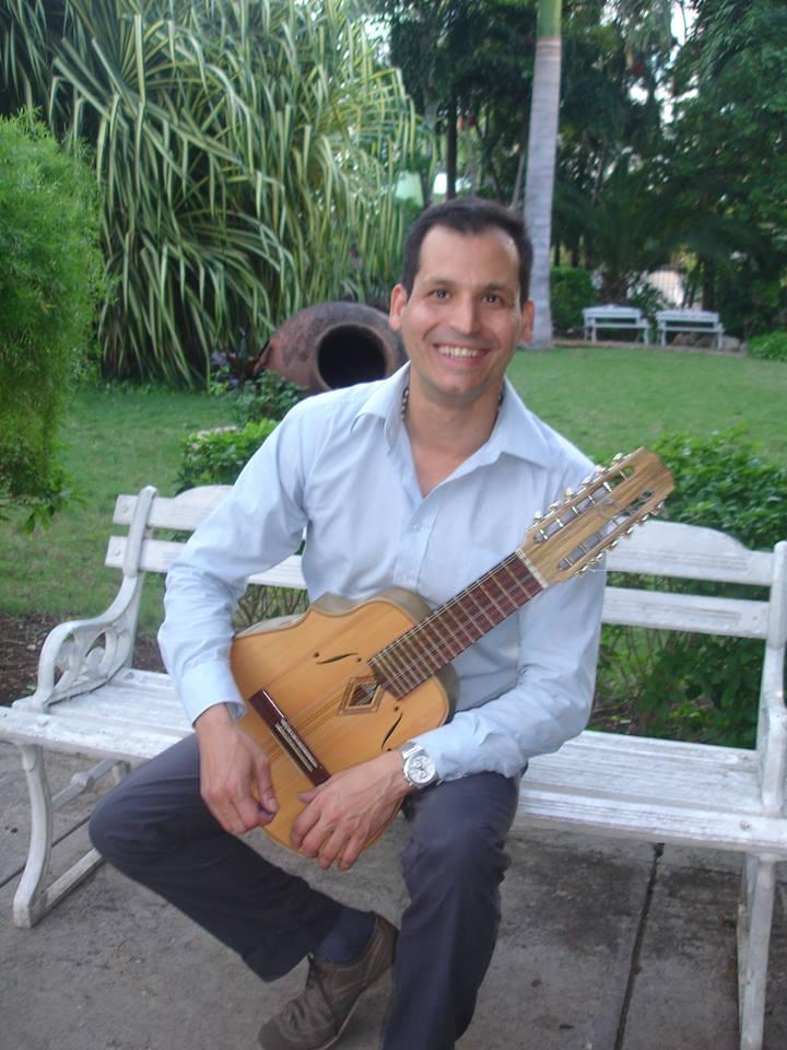PANEQUE LAHENZ: EL LAUD COMO SENTIMIENTO...