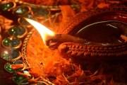 ఒక దీపశిఖలో పెక్కు కరదీపాలు