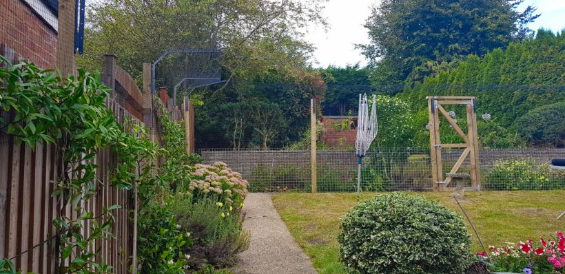Cat run fencing for garden