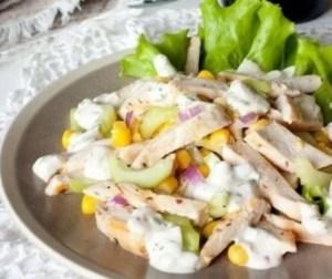 Рецепт легкого салата из курицы с огурцами и кукурузой - рецепты салатов