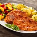 Что приготовить на ужин из свинины и картофеля?