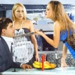 Как перестать ревновать своего мужчину к другим женщинам