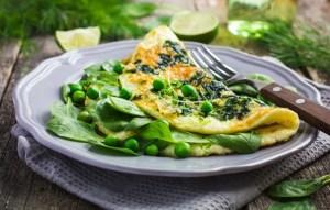 Омлет на завтрак — подборка простых и вкусных рецептов
