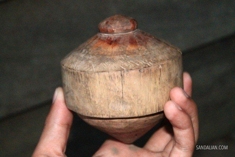 Image credit: http://petegodhog.blogspot.co.id/2012/09/gasing.html