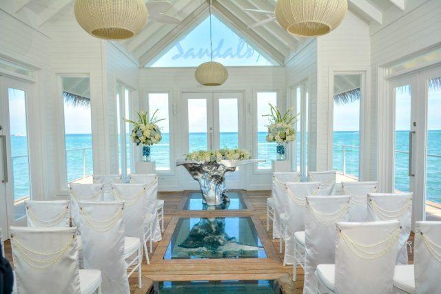 Les chapelles de mariage Sandals Over-the-Water Serenity sont l'une des nombreuses raisons pour lesquelles les sandales sont les meilleures stations balnéaires pour les mariages à destination