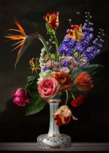 Een sfeerimpressie bij iemand thuis met het prachtige bloemenkunstwerk van Sander van Laar