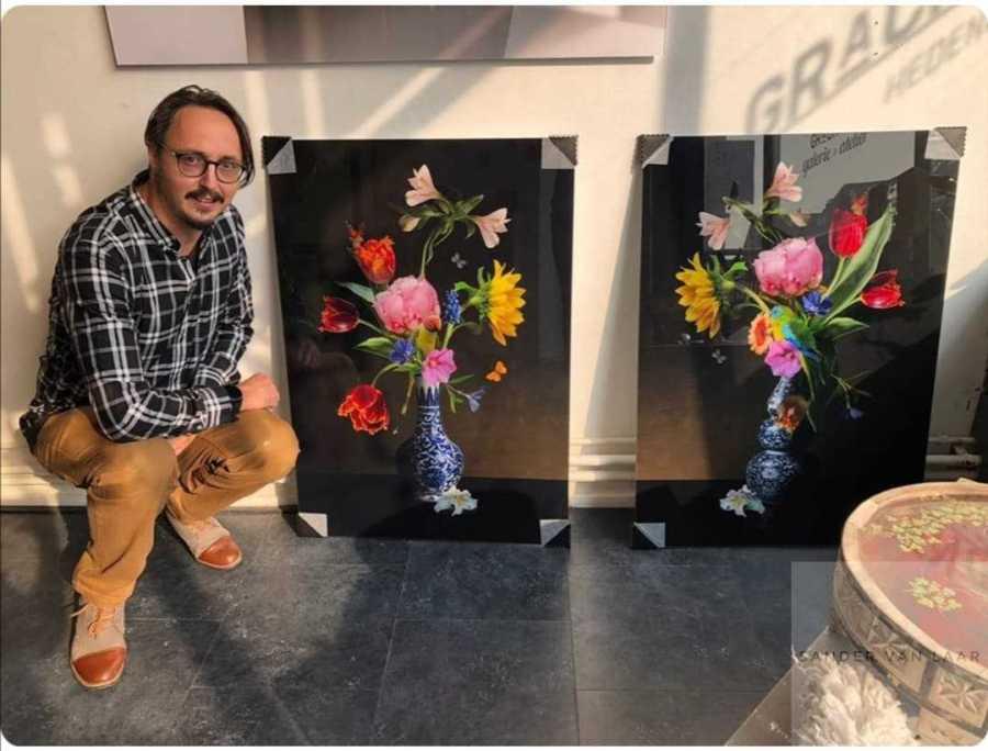 Sander van Laar afleveren van zijn bloemenkunsten bij Grachtengalerie utrecht