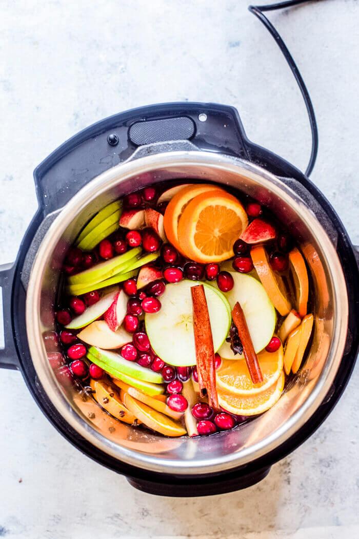 Apples, Citrus, Spices in Instant Pot