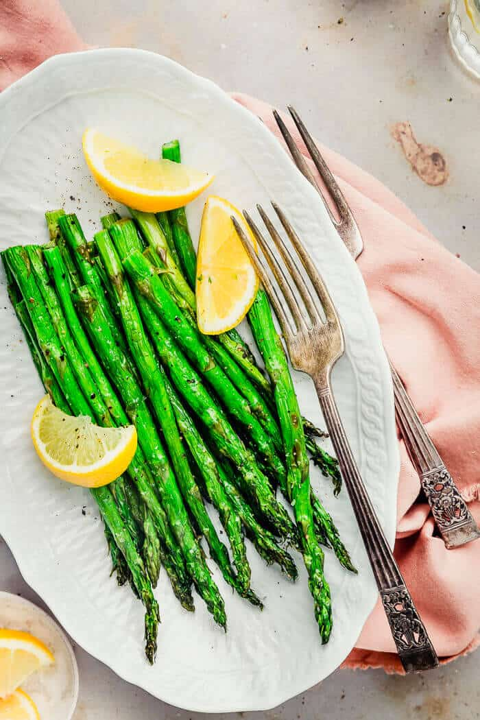 Airfryer roasted asparagus lemon on serving plate