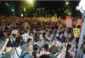 """""""No more Fukushimas"""" Rally in Tokyo Draws 200,000"""