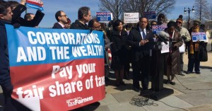 Supporters hold a banner while CPC co-chair Rep. Keith Elllison (D-Minn.) speaks during Wednesday's press conference. (Photo: Twitpic/@USprogressives)
