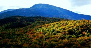 Mt. Washington is seen behind fall foliage in New Hampshire. (Photo: due_mele/flickr/cc)