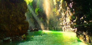Pesona Green Canyon sandi iswahyudi